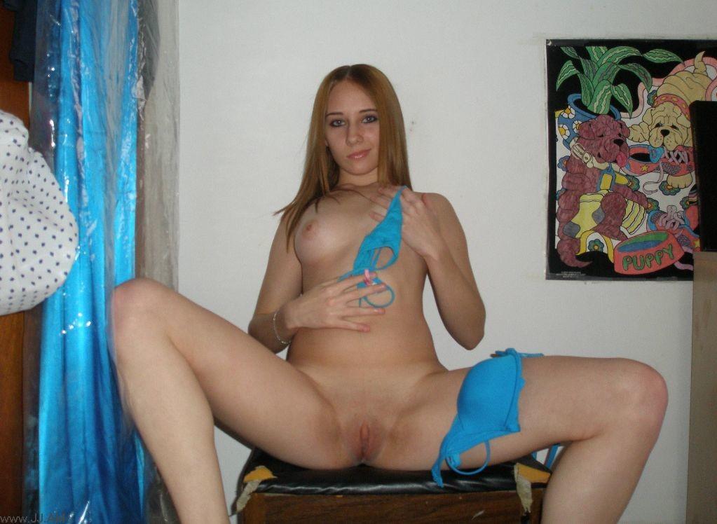 Сексуальная красотка любит снимать себя в разных ракурсах - у неё большая галерея фотографий