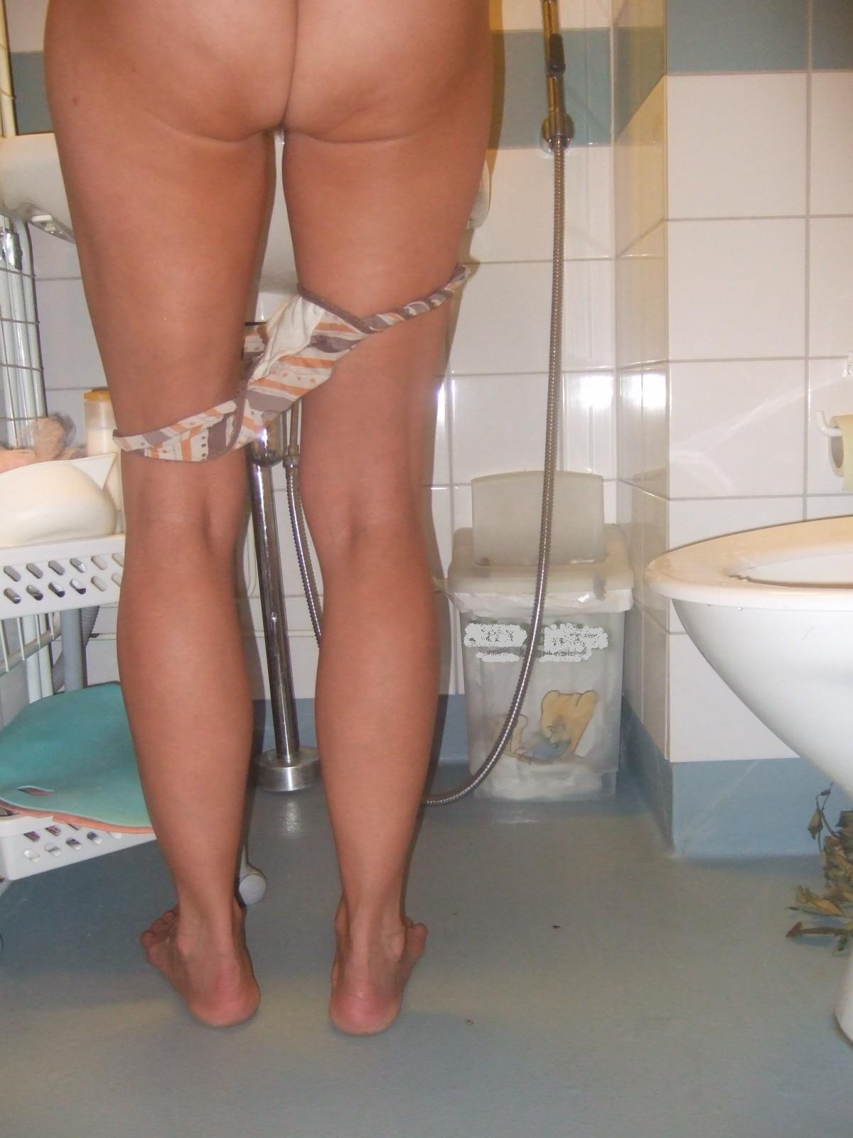Некоторым понравятся домашние фотографии женщины, которая не стесняется своих прелестей
