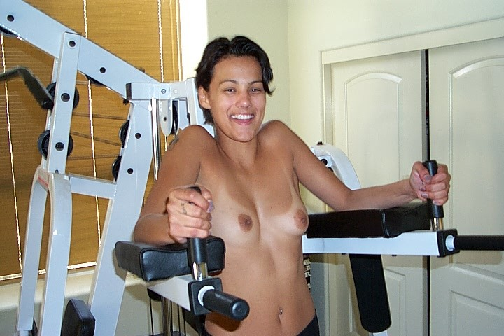 Джейн показывает себя в обнаженном виде и демонстрирует, как она любит развлекаться с женским полом