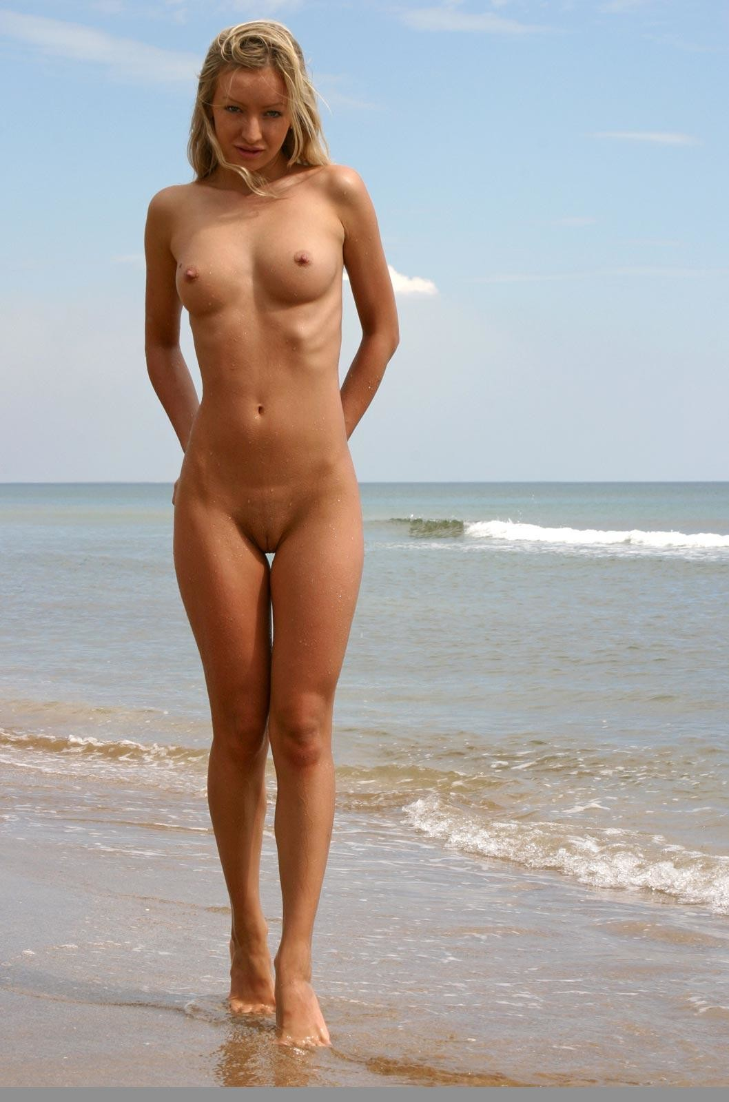 golie-na-morskih-plyazhah