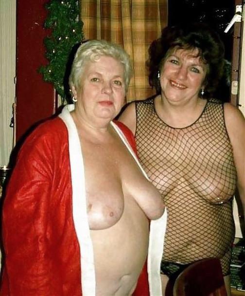 Зрелые пышечки встречают Новый год и упускают возможности показать себя без одежды перед всеми