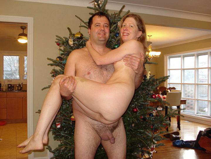 Парочки очень жарко встречают Рождество – это можно увидеть в сексуальной галерее фотографий
