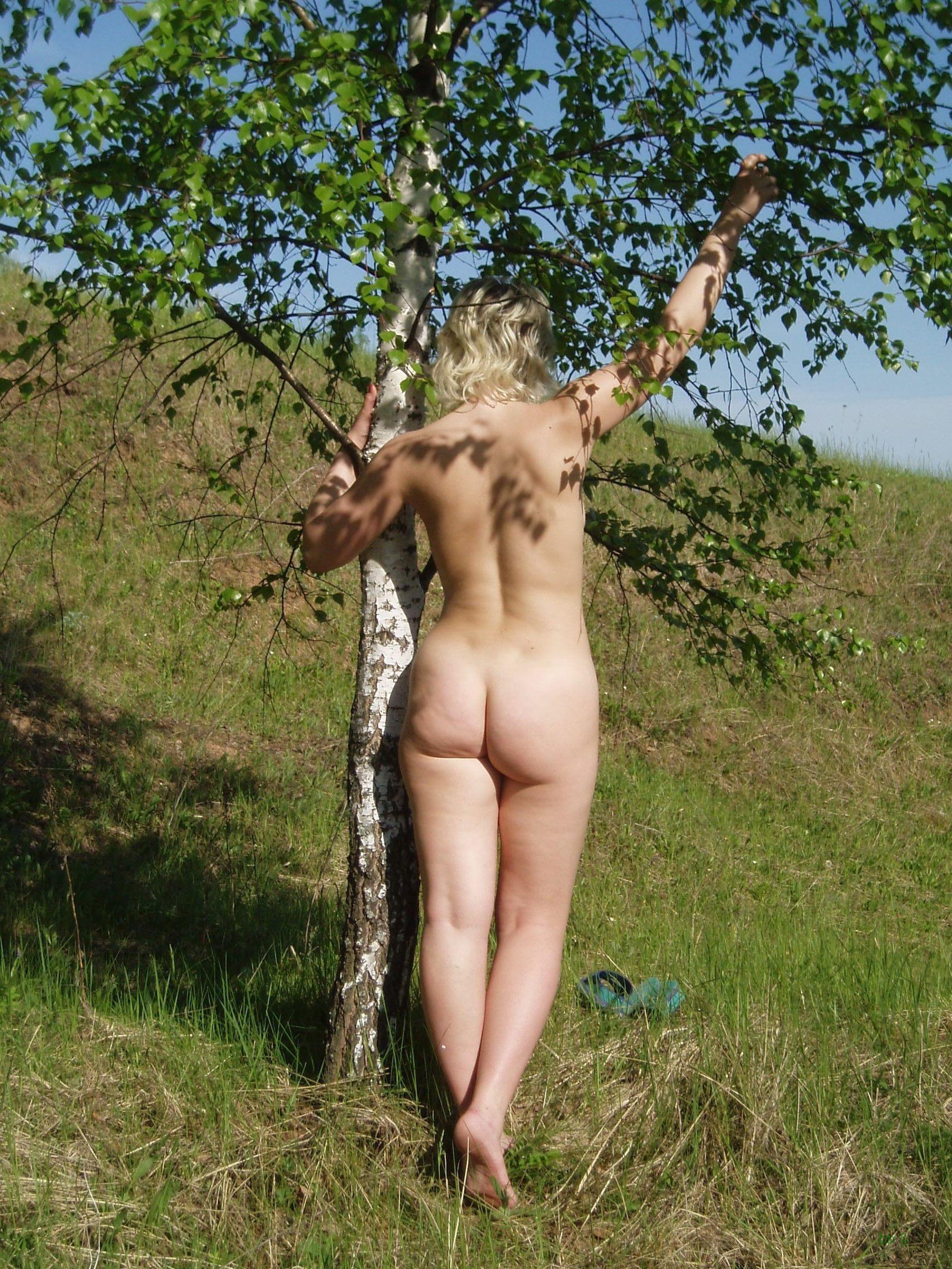 У раскованной блондинки предостаточно фотографий, на которых она показывает всем свое тело