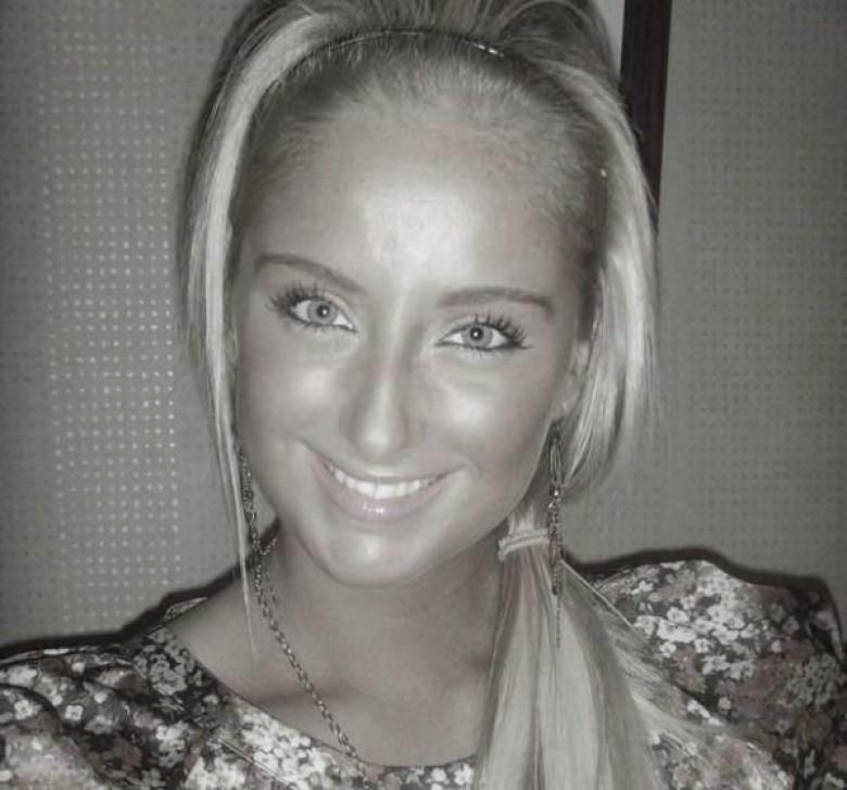 Блондинка с огромными буферами возбудит многих мужчин – она способна понравиться многим