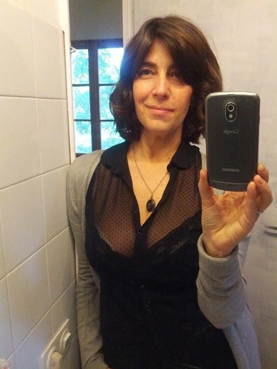 Джемма из Барселоны – зрелая брюнетка, которая умеет быть сексуальной, ничего с себя не снимая
