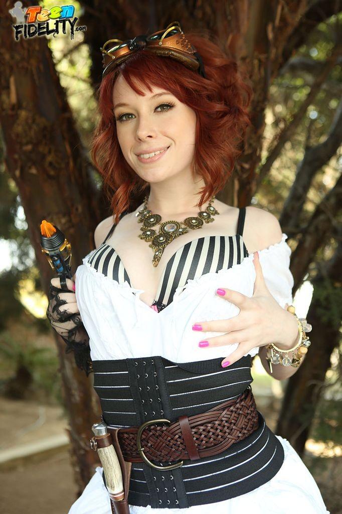 Zoey Nixon - Галерея 3383390