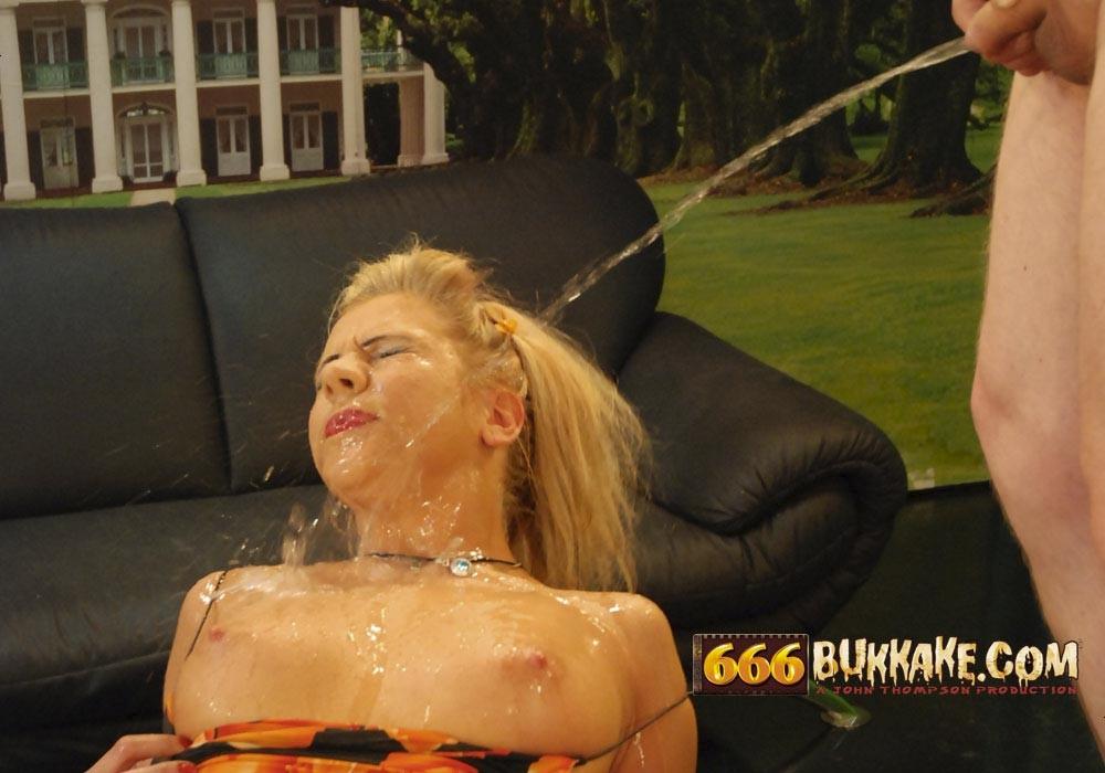 Женщины испытывали своеобразную жажду, но не воды они хотели напиться