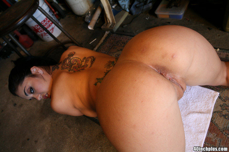 Большие женские задницы в трусах всегда в моде, такие аппетитные телки очень любят анальные игры