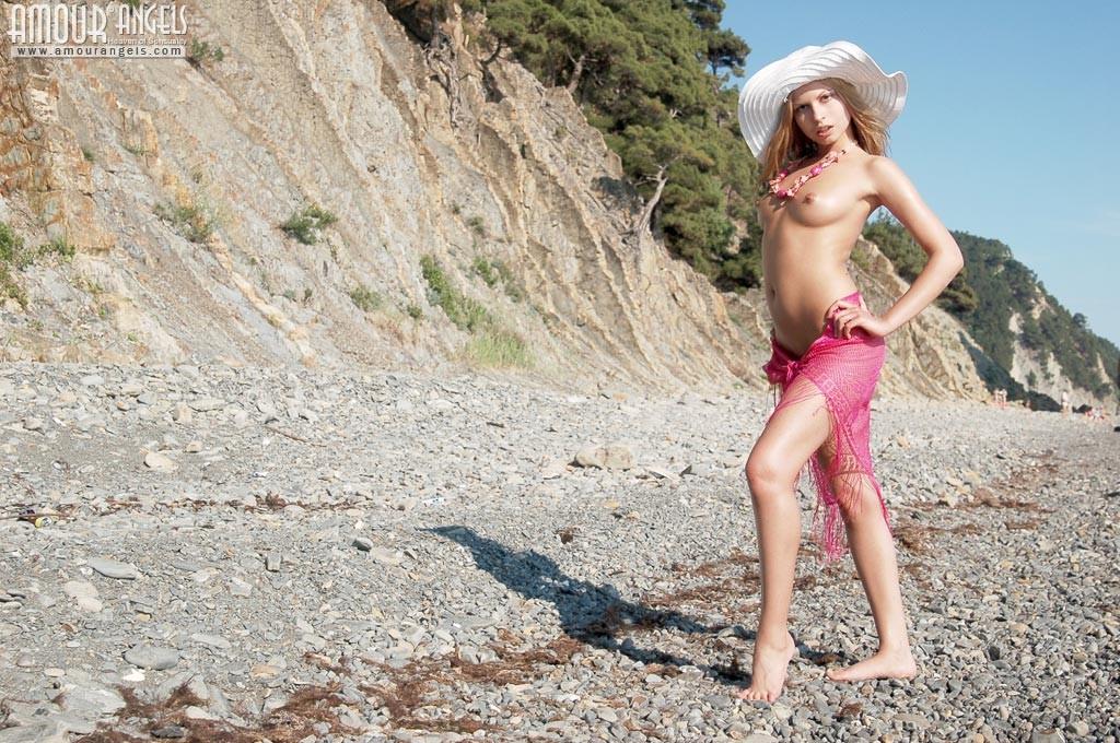 В поясе верности на пляже - SexWife: Жена для секса