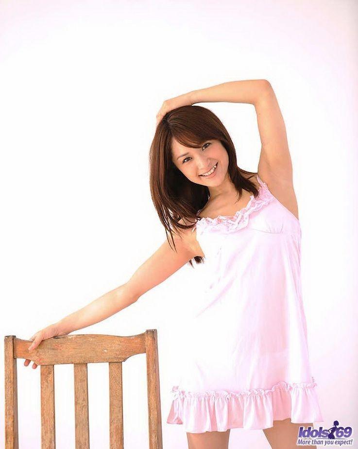 Японская девушка Михиро показала волосатый лобок