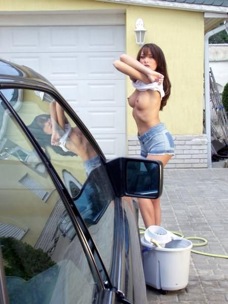 Вспотела пока мыла машину и немного разделась