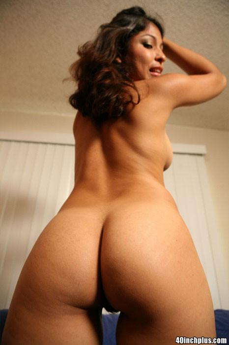Премилая латинская женщина показывает свою умопомрачительную задницу
