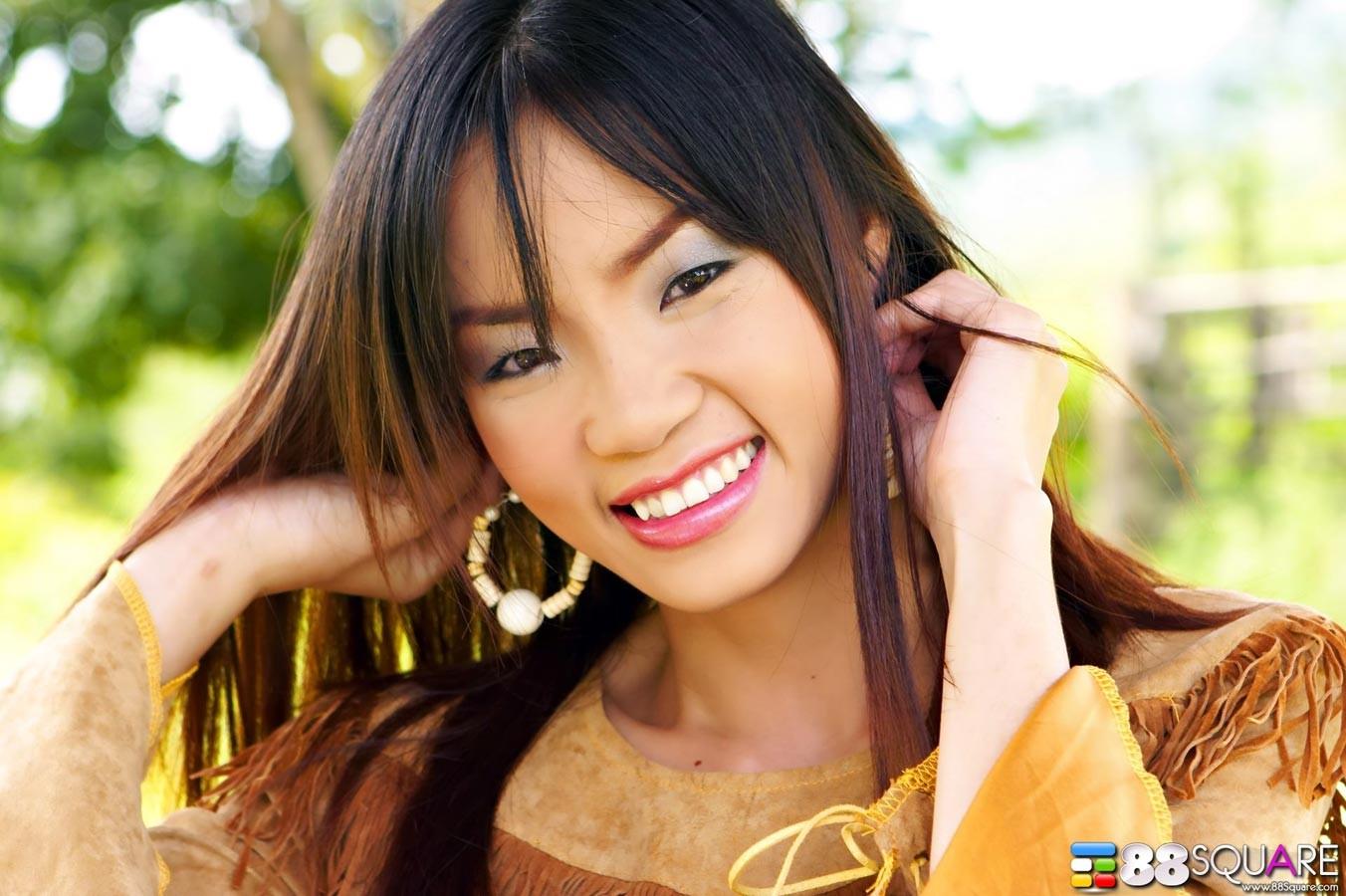 Кристина Хо красиво показывает свою щетинистую промежность