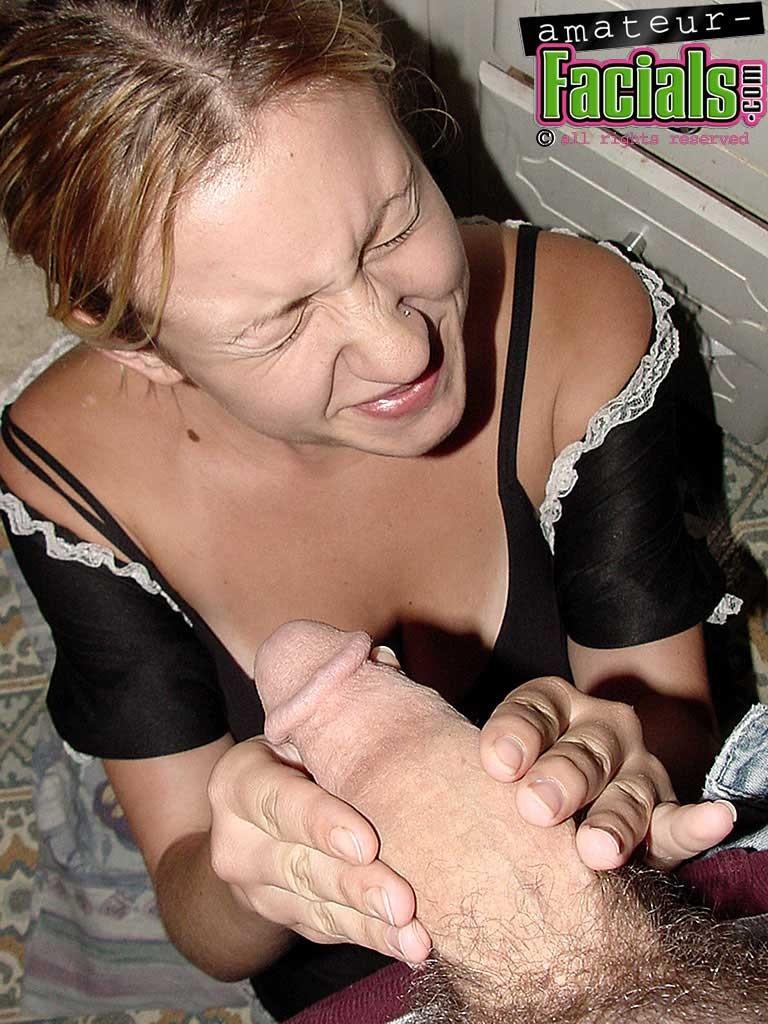 Горничная в порно – это телка, которая готова за отдельную плату сосать хуй хозяина и даже сперму глотает