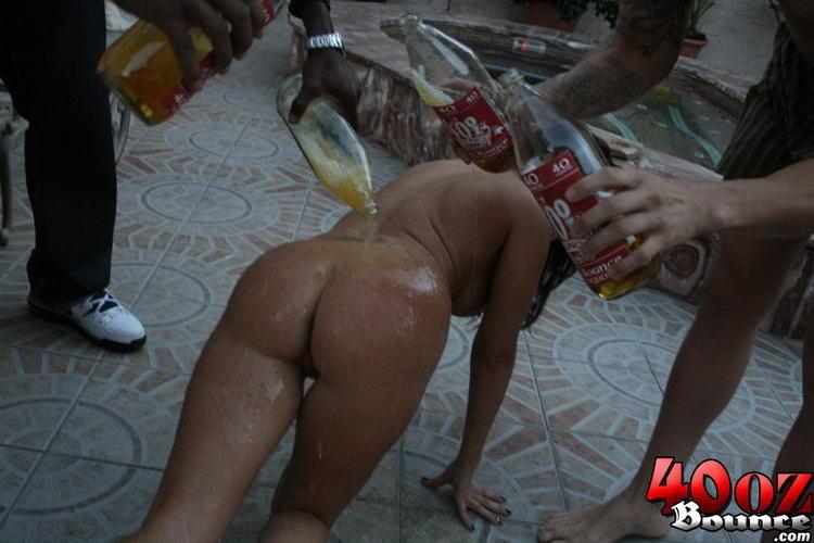 Мексиканка принесла заказ пиццы на дом, где ее трахнули два голодных парня