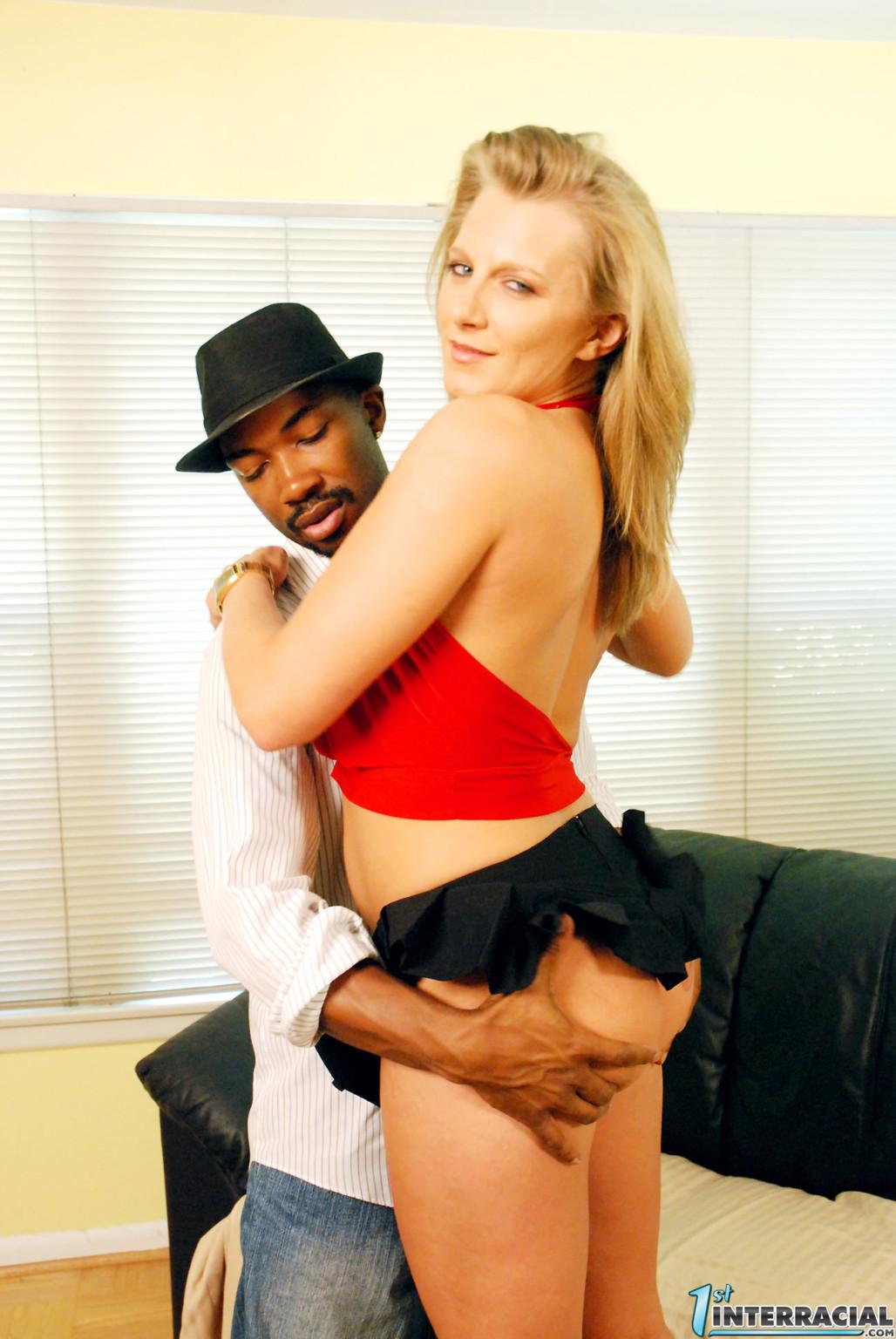 Порша Райд – красивая блондинка, которая трахается с негром, потому что ее привлекают большие черные члены