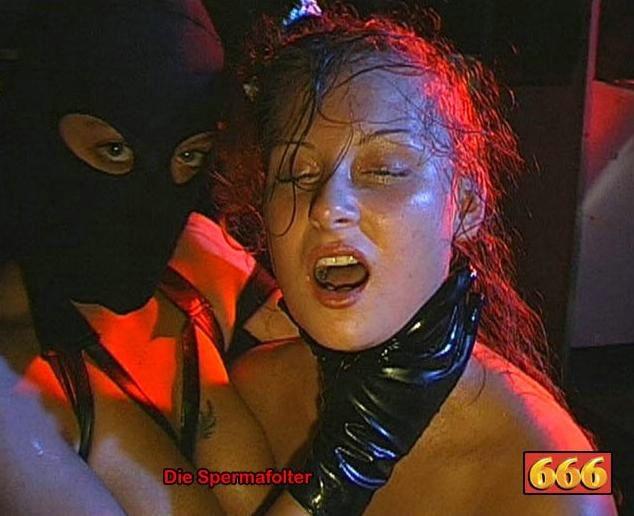 Сперма на лице может оказаться в том случае, если девушка не против группового порева, парни обожают доставать свои стволы и исполнять камшоты