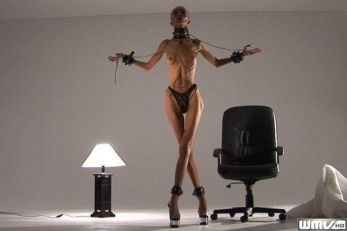 Невероятно худые девушки показывают гибкость тел, эротика специально для любителей худышек