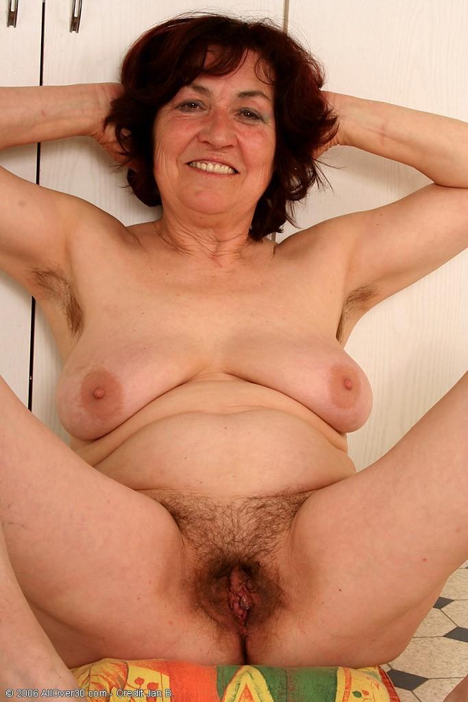 фото голых старых женщин волосатые