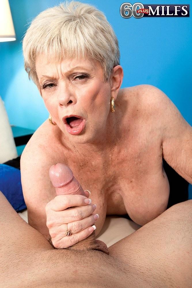 В 65 лет она продолжает ебаться как кошка