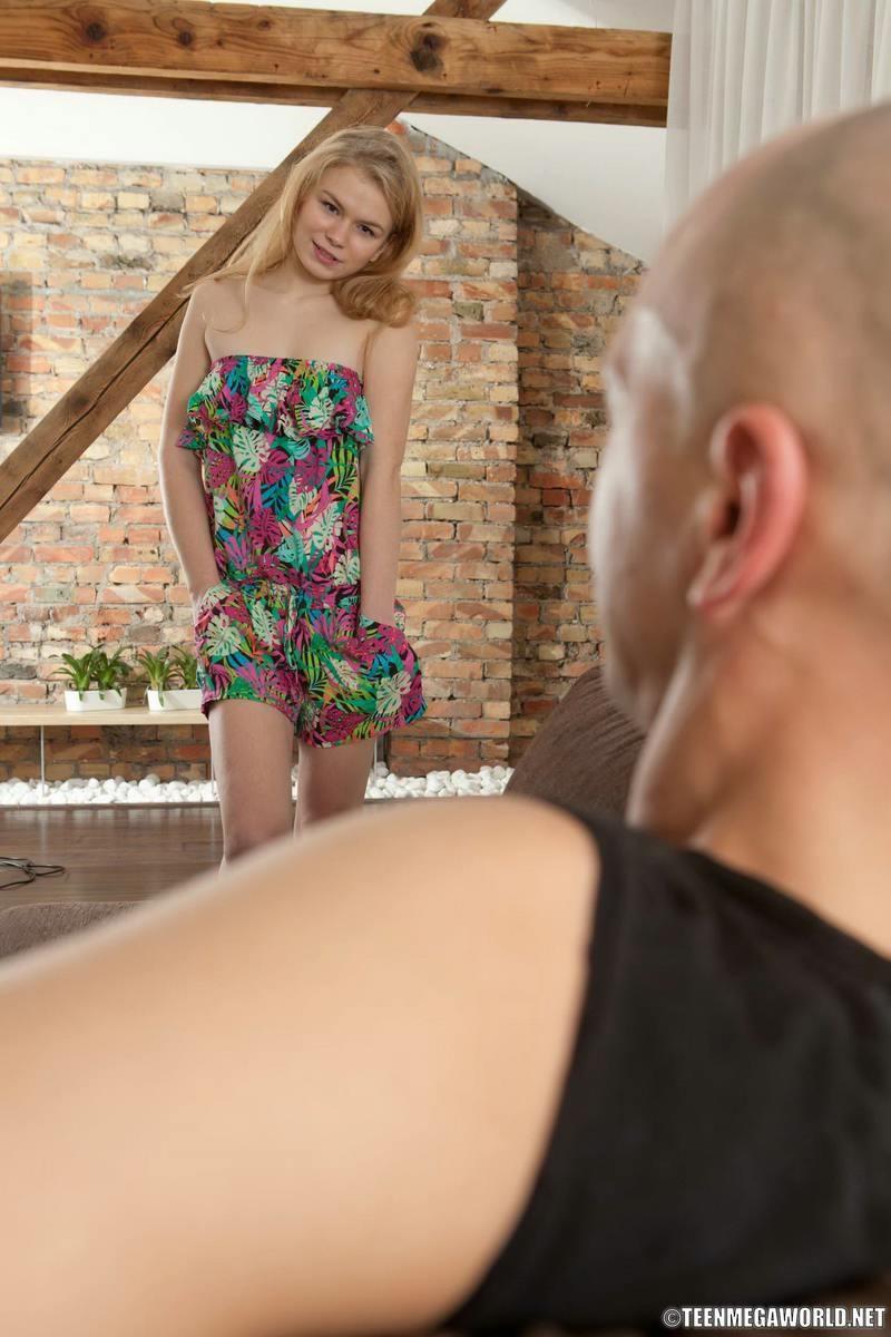 Нежная девушка Ива получила шикарный куни и анальный секс, она специально готовила для этого свою задницу