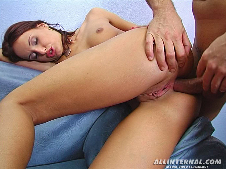 Мужчина испытал сильный оргазм, засунув хуй в узкую попку сексуальной Энди