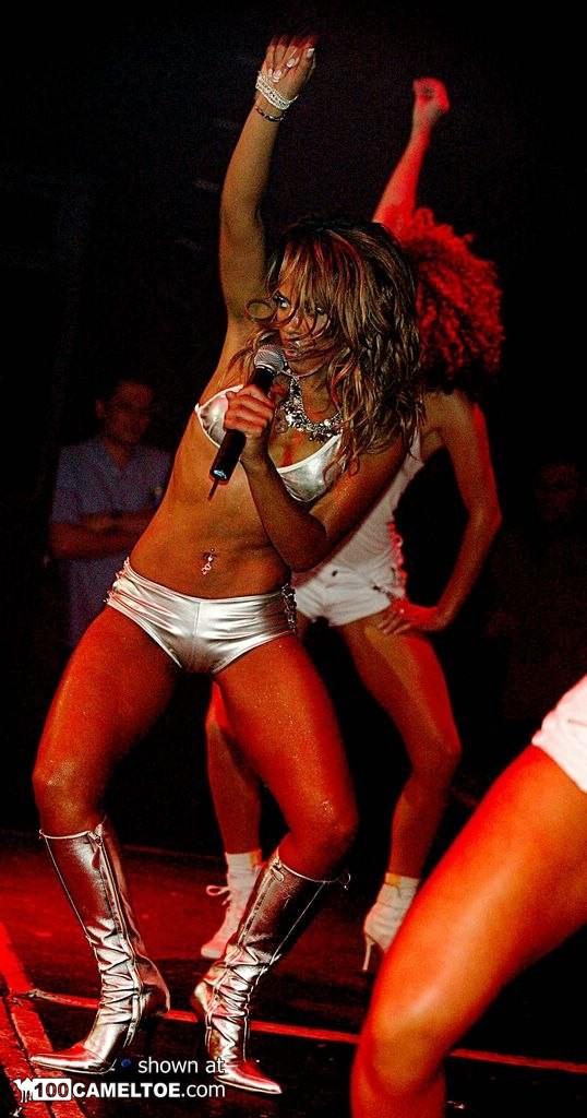 Сексуальная Кристина Милан на сцене