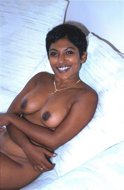 Мулатки в порно – мечта каждого мужчины, телка с темной кожей разденется и покажет свои загорелые соски