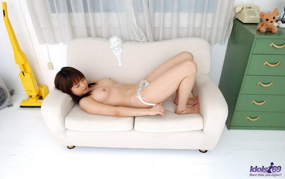 Сексапильная молодая азиатка Акихо Йошизава