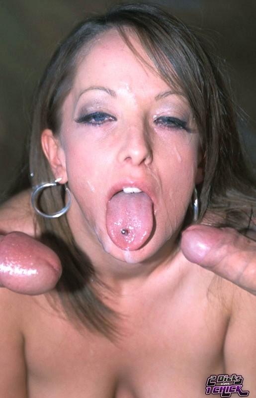 Деваха берет в рот два хуя сразу, а потом ебется с ними