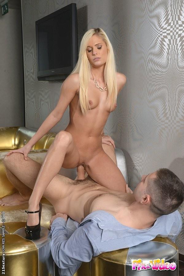 Порно длинноногие блондинки фото 39584 фотография