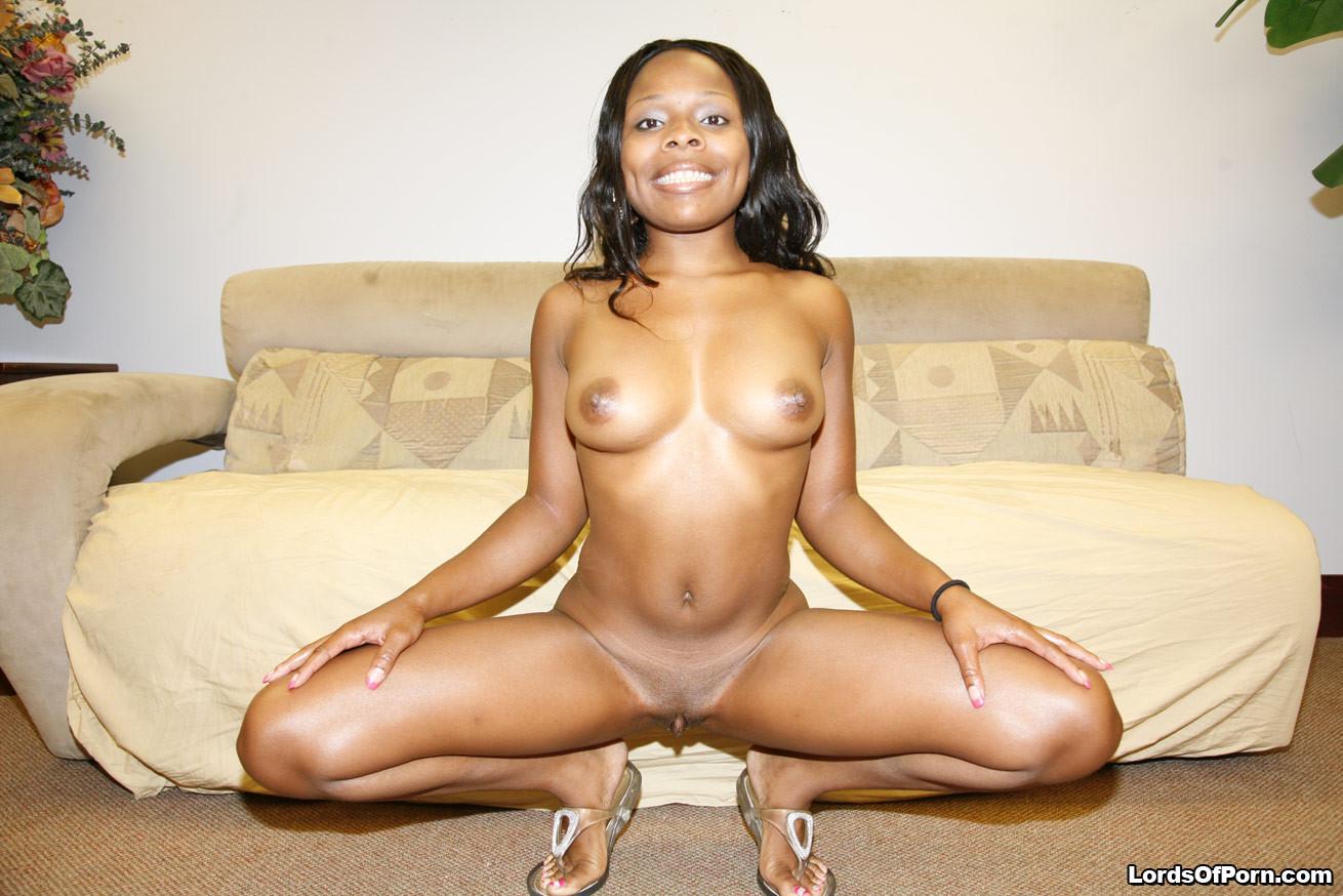 Двое темнокожих занимаются страстным сексом, позволяя друг другу испытать самые яркие впечатления