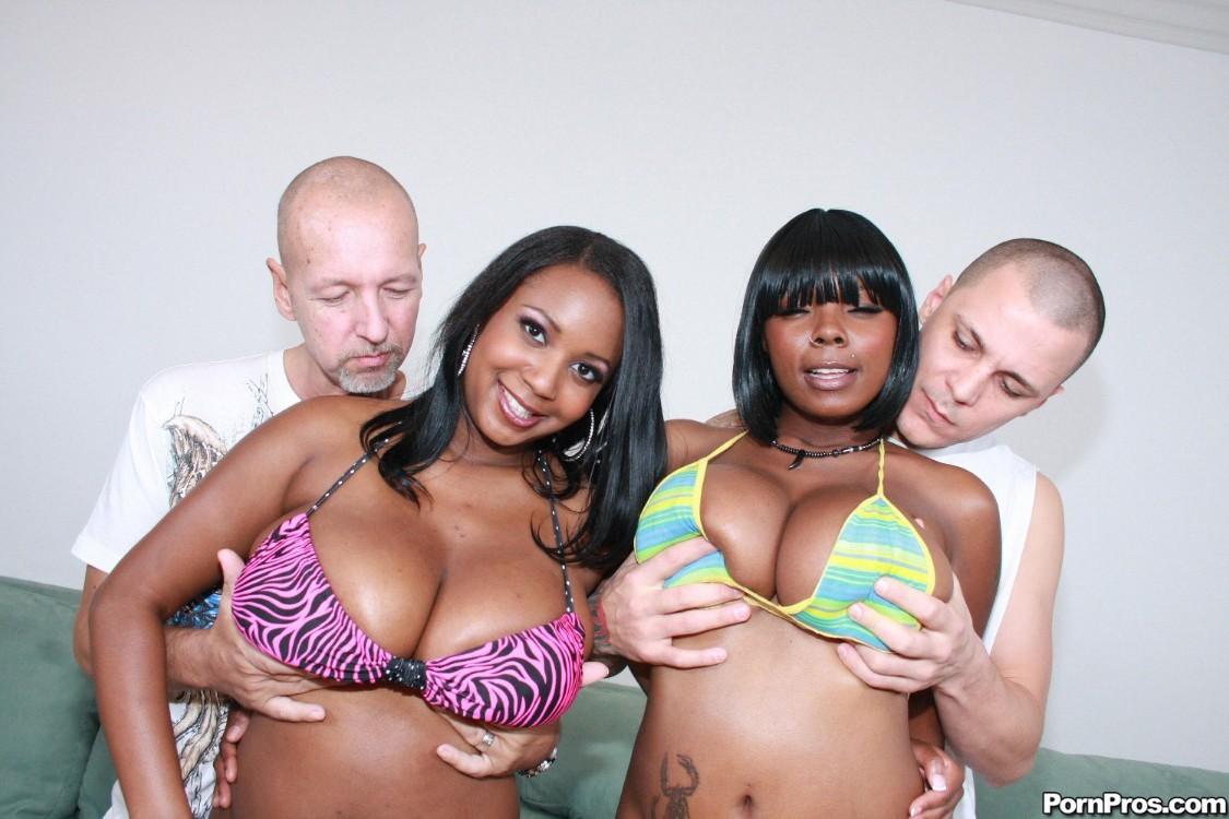 Две негритянки с крупными формами тела и два белых хуя