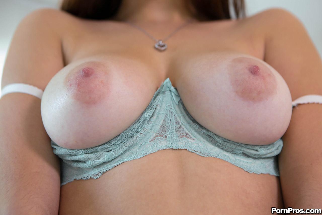 Обкончал девке с хорошей грудью все влагалище