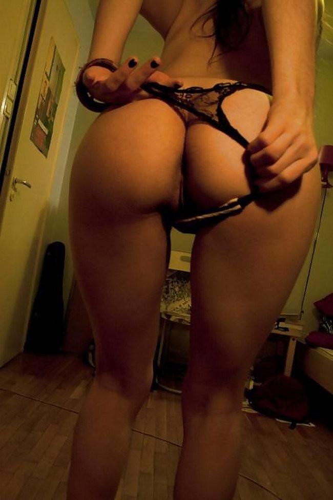 Сексуальные телочки сами себя снимают, показывая обалденные тела с разных ракурсов без белья