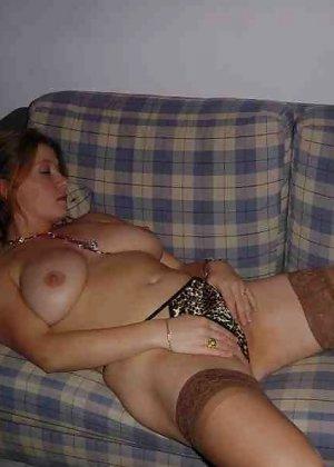 Польская дамочка раздевается перед камерой, показывая все самые интимные части своего тела - фото 33