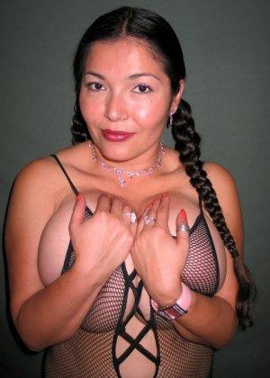 Ванеса Рейес показывает свои огромные буфера перед камерой и поражает их невероятным объёмом - фото 55
