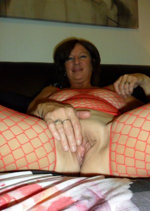 Опытная женщина знает, что нужно для того, чтобы выглядеть невероятно соблазнительно на фотографиях - фото 17