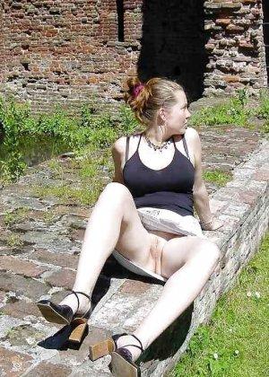 Польская дамочка раздевается перед камерой, показывая все самые интимные части своего тела - фото 26