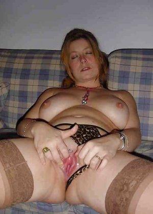 Польская дамочка раздевается перед камерой, показывая все самые интимные части своего тела - фото 34