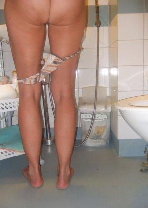 Некоторым понравятся домашние фотографии женщины, которая не стесняется своих прелестей - фото 5