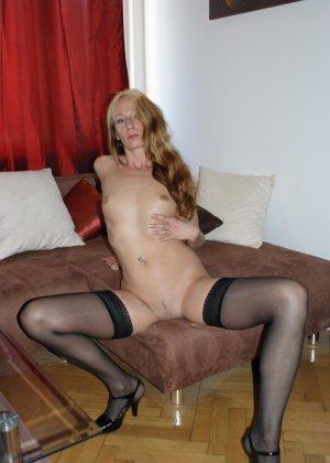 Девушки раздеваются в домашних условиях и показывают свои сексуальные тела всем желающим - фото 47