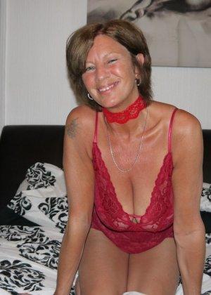 Опытная женщина знает, что нужно для того, чтобы выглядеть невероятно соблазнительно на фотографиях - фото 30