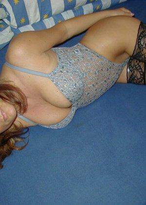 Горячая итальянка выглядит очень сексуально, показывая свое тело в разных комплектах белья - фото 5
