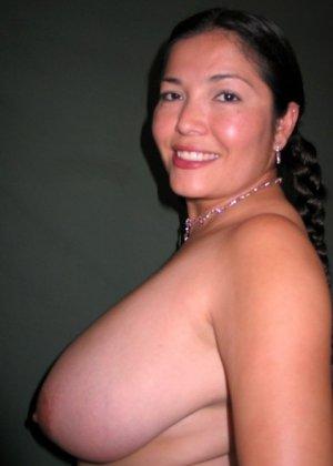 Ванеса Рейес показывает свои огромные буфера перед камерой и поражает их невероятным объёмом - фото 63