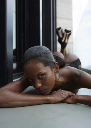 Валери - темнокожая пантера, которая готова демонстрировать своё экзотическое тело - фото 52