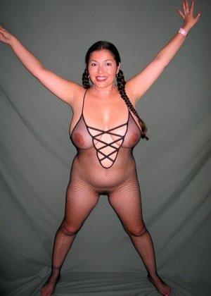 Ванеса Рейес показывает свои огромные буфера перед камерой и поражает их невероятным объёмом - фото 51