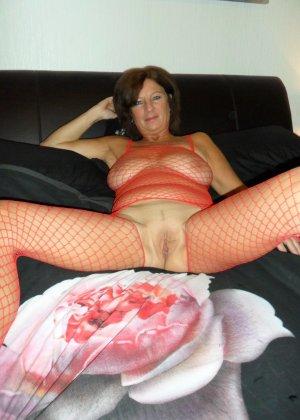 Опытная женщина знает, что нужно для того, чтобы выглядеть невероятно соблазнительно на фотографиях - фото 16