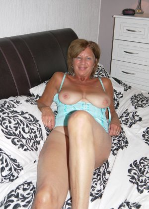 Опытная женщина знает, что нужно для того, чтобы выглядеть невероятно соблазнительно на фотографиях - фото 13
