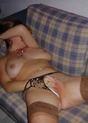 Польская дамочка раздевается перед камерой, показывая все самые интимные части своего тела - фото 39
